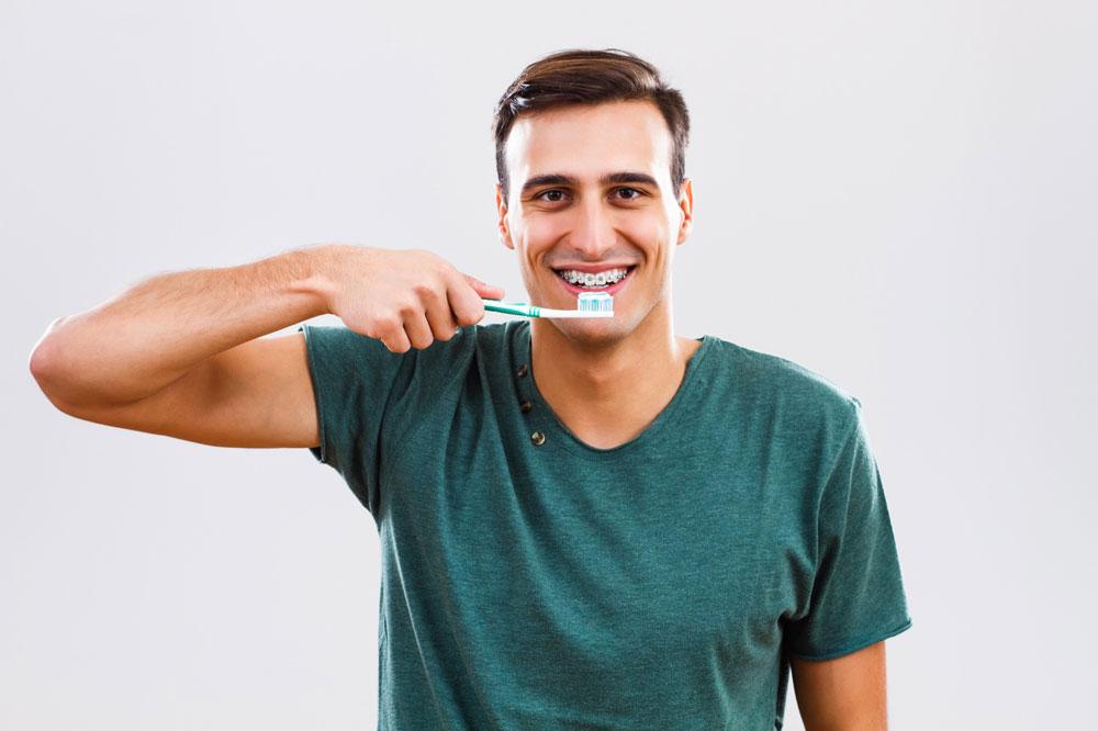 Limpieza de ortodoncia en adultos